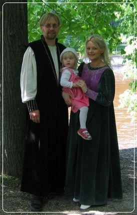 Eliise Marta, Piret ja Anti Tartu Hansapäevadel 2004
